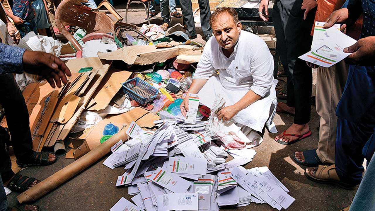 5000 aadhaar cards found at Jaipur scrap dealer's